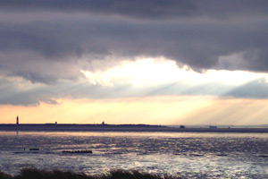 sun rays over Humber estuary in late January